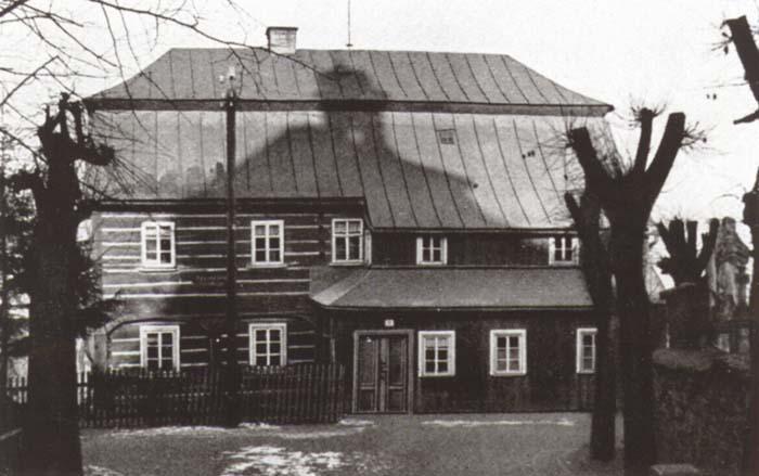 Původní budova školy